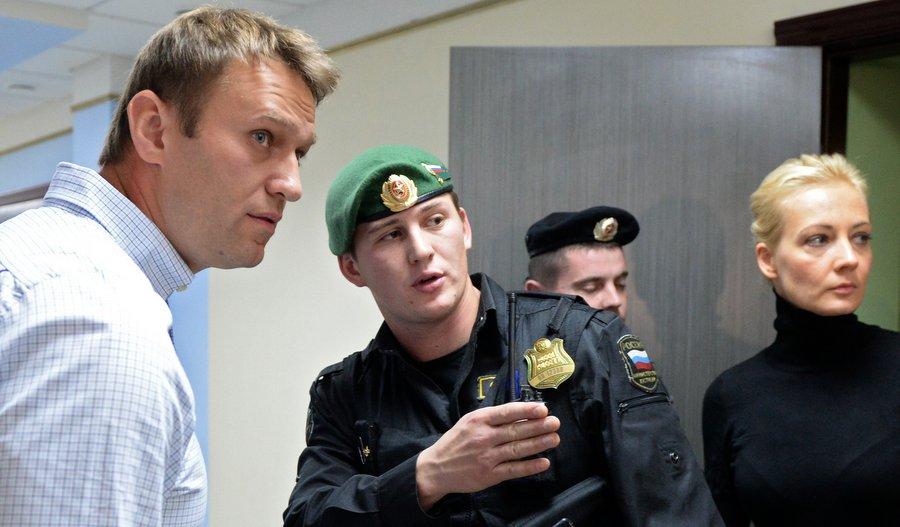 Алексей Навальный в Кировском областном суде. Фото: Максим Богодвид, РИА «Новости»