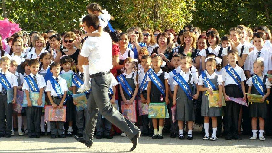 1 сентября в туркменской русской школе им. Пушкина
