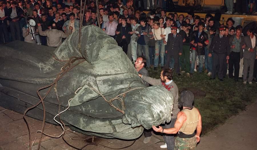 Снос памятника Дзержинскому, 22 августа 1991 года, фото AFP