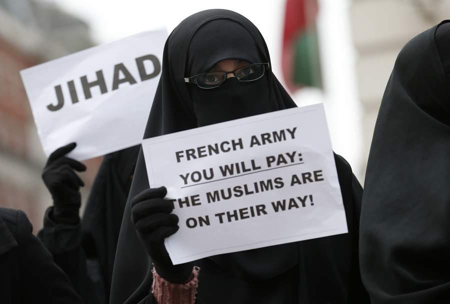 Демонстрация британских исламистов у французского посольства в Лондоне