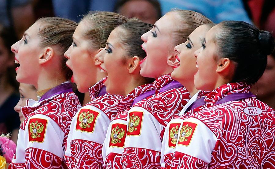 Российские олимпийки поют гимн