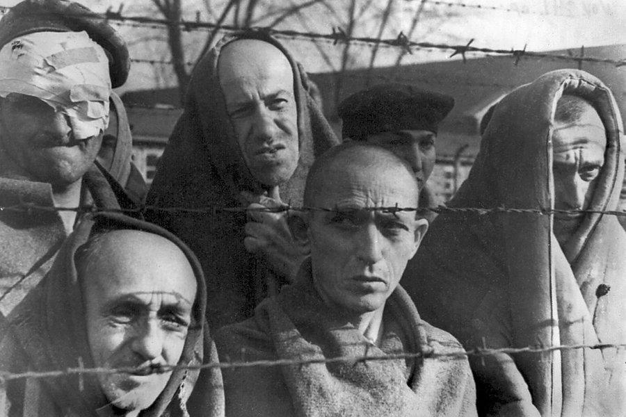 Узники Освенцима в день освобождения лагеря