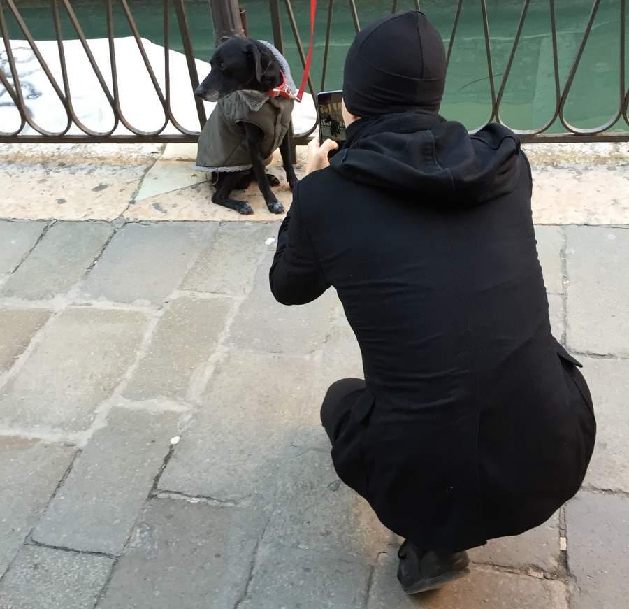 Павел Дуров фотографирует доже