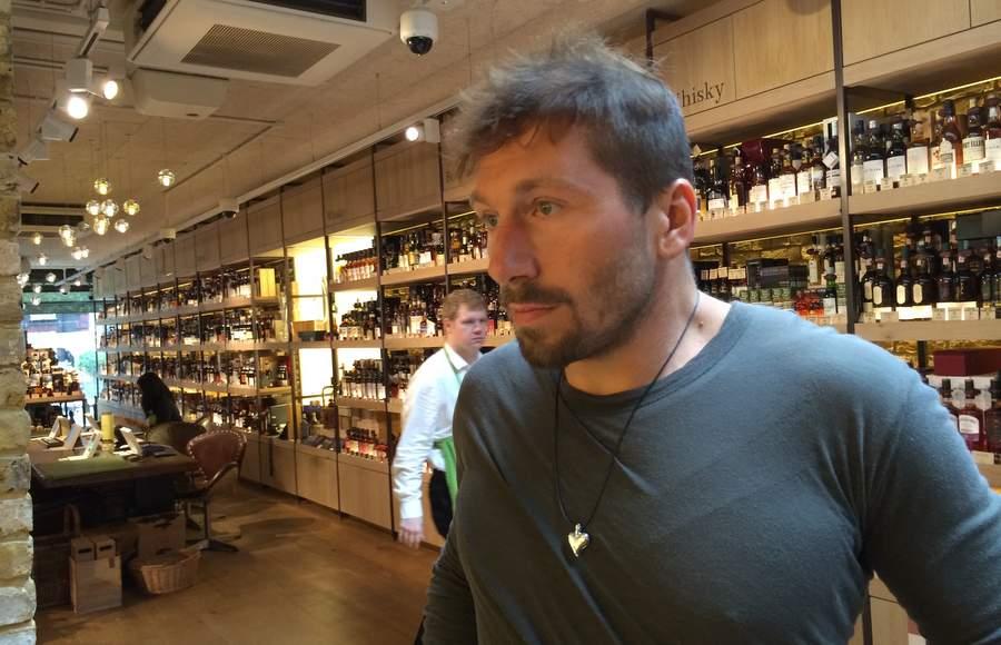Евгений Чичваркин в своём винном магазине в Лондоне