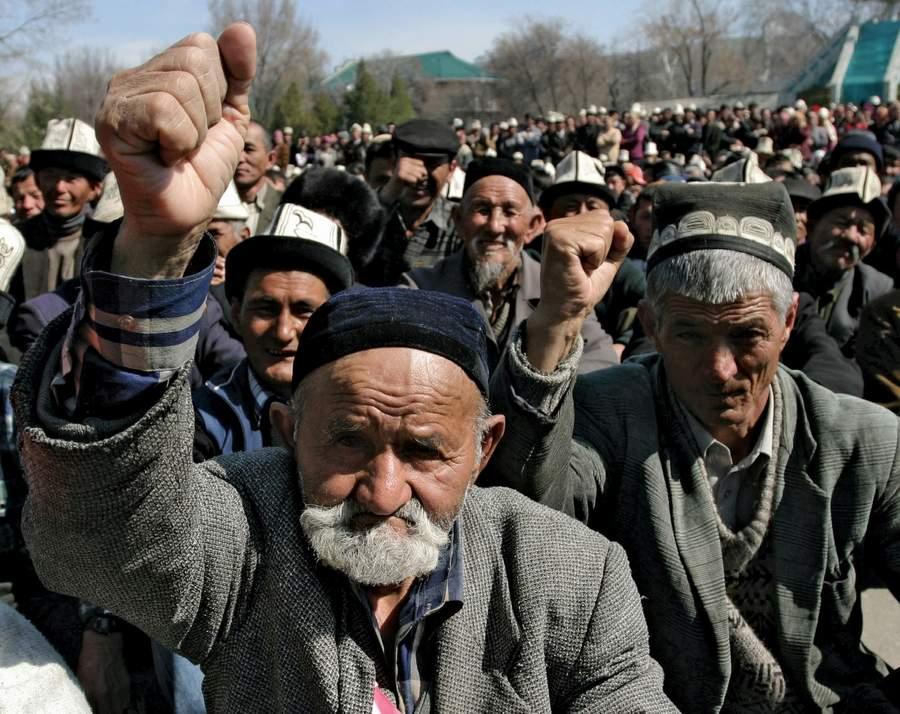 Таджики требуют от России подчинения