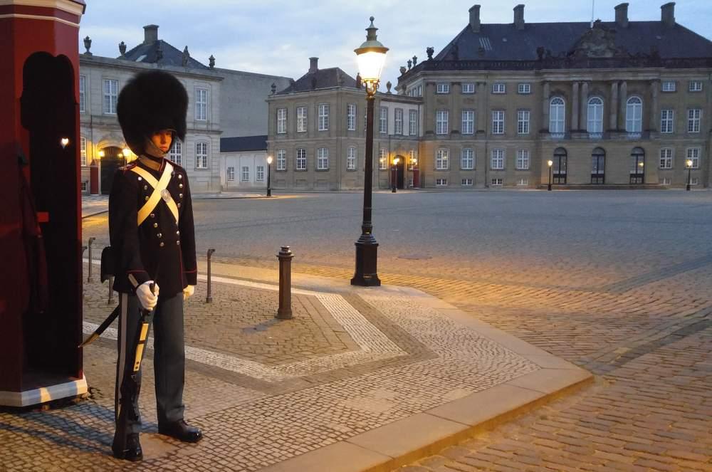 Стража у Королевского дворца