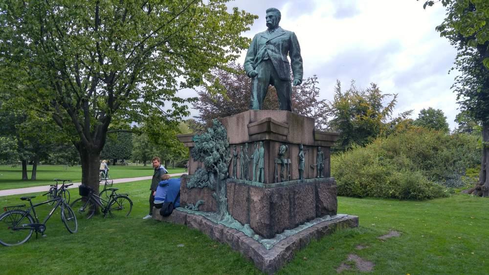 Памятник Сталину в Королевском парке