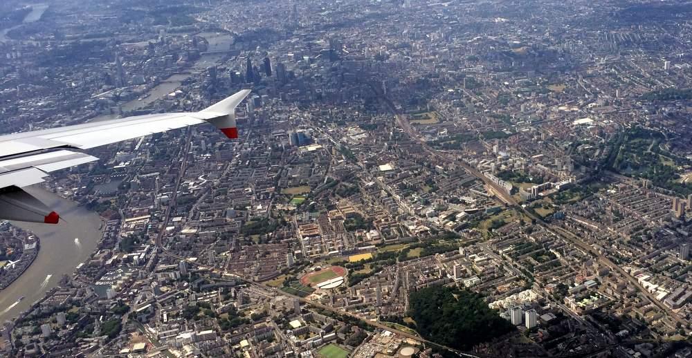 Дискаунтер подлетает к лондонскому Сити