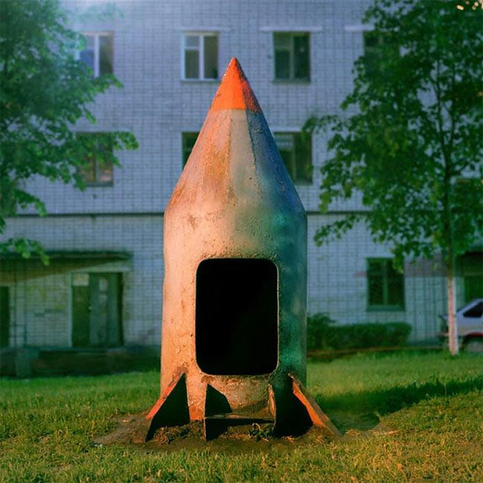 Скорее всего Кураев в своём воображении хранит примерно такую вот детскую ракету, в которой он гадил пока мог в неё втиснуть своё жирное брюхо (теперь может только помочиться на детской площадке)