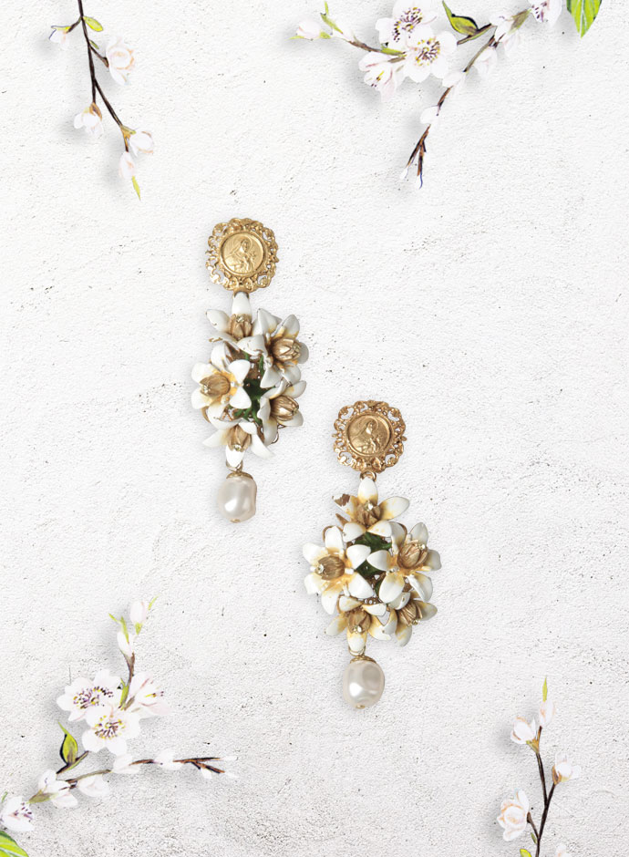 best-gift-ideas-for-girlfriend-for-white-day-2014-in-japan-white-amaryllis-and-pearls-earring-dolce-and-gabbana-ss-2014