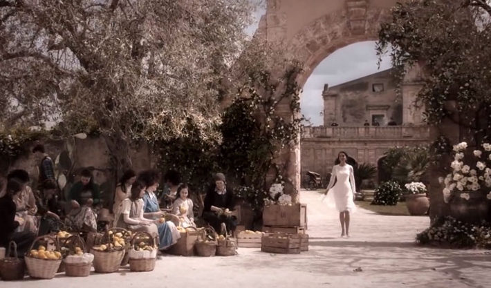 Villa-eleonora-nicolaci-in-noto-sicily-the-romantic-set-of-dolce-and-gabbana-new-perfume-commercial-arch (710x417)