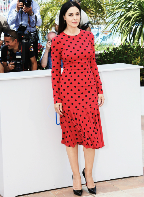 monica-bellucci-photos-cannes-2014-dolce-and-gabbana-polkadot-red-dress-on-the-red-carpet-new2