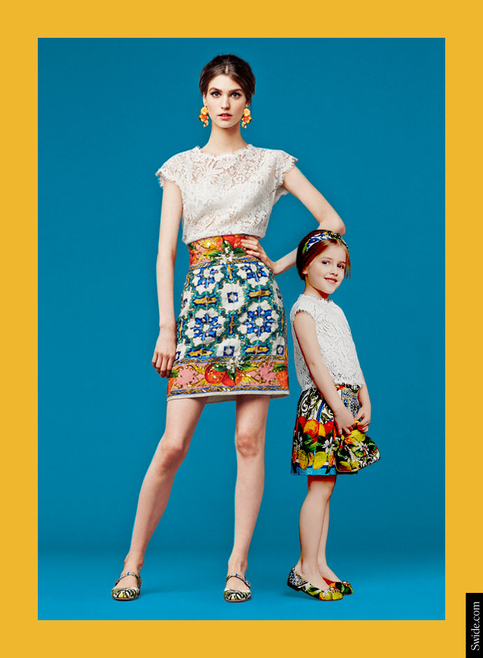 mother-and-daughter-matching-dresses-ideas-from-dolce-and-gabbana-fall-winter-2014-15-lace-top-and-sicilian-print-skirt