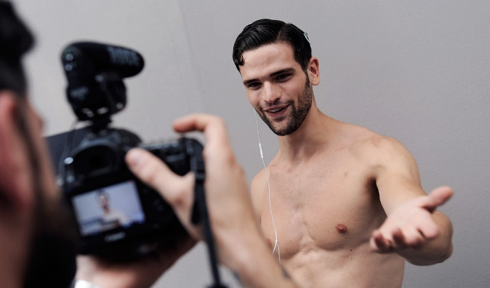 male-models-backstage-dolce-and-gabbana-spring-summer-2015-photos01