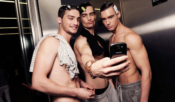male-models-backstage-dolce-and-gabbana-spring-summer-2015-photos13