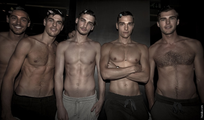 male-models-shirtless-backstage-dolce-and-gabbana-spring-summer-2015-29 (710x417)