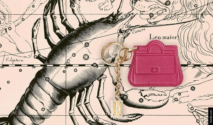 find-the-perfect-birthday-gift-ideas-for-cancer-woman-according-to-the-horoscope-keychain