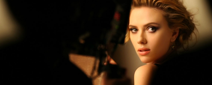 scarlett-johansson-in-the-new-dolce-and-gabbana-makeup-adv-campaign-for-perfect-mono-eyeshadow
