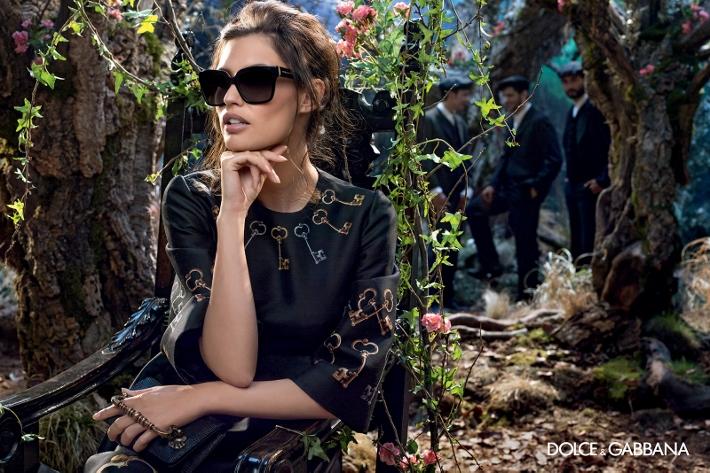 dolce-gabbana-adv-sunglasses-campaign-winter-2015-women-08 (710x473)