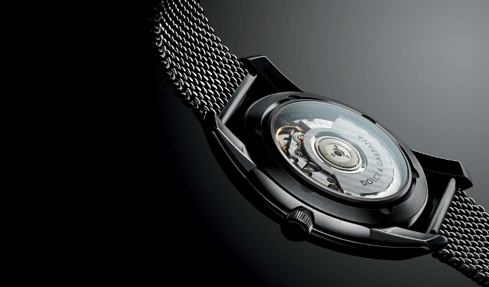 dolce-and-gabbana-watches-models-from-the-dg7-men-collection-steel-back (710x417)