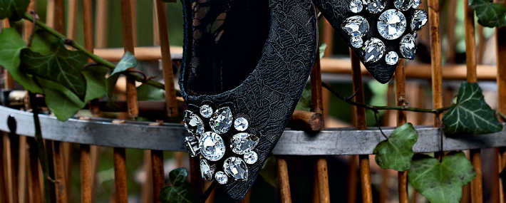 fall-winter-2014-2015-accessory-trends-dolce-and-gabbana-brooch-application-lace-ballucci-shoes-cover