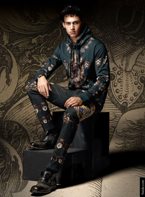 dolce-and-gabbana-fall-winter-2014-2015-man-medieval-prints-swatshirt