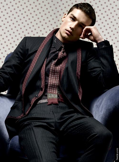 dolce-and-gabbana-fall-winter-2014-2015-menswear-silk-lapel-suits-jaquard (500x681)