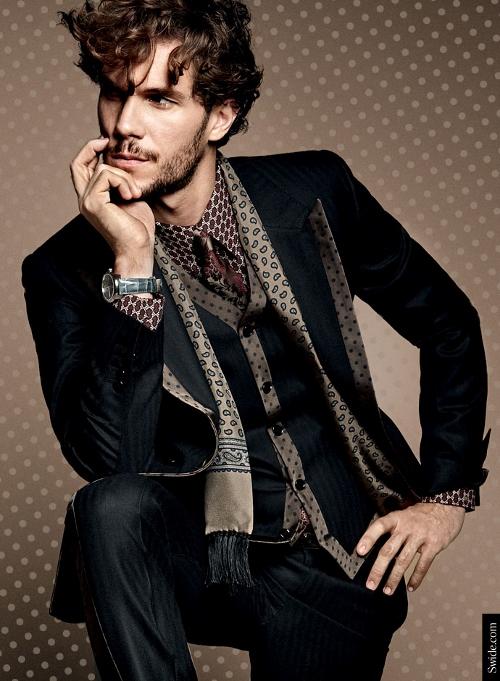 dolce-and-gabbana-fall-winter-2014-2015-menswear-silk-lapel-suits-polka-dots (500x681)