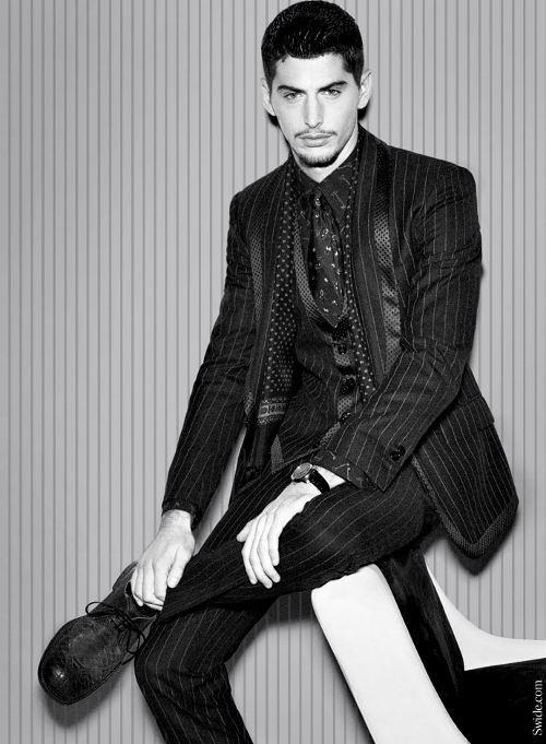 dolce-and-gabbana-fall-winter-2014-2015-menswear-silk-lapel-suits-wool (500x681)