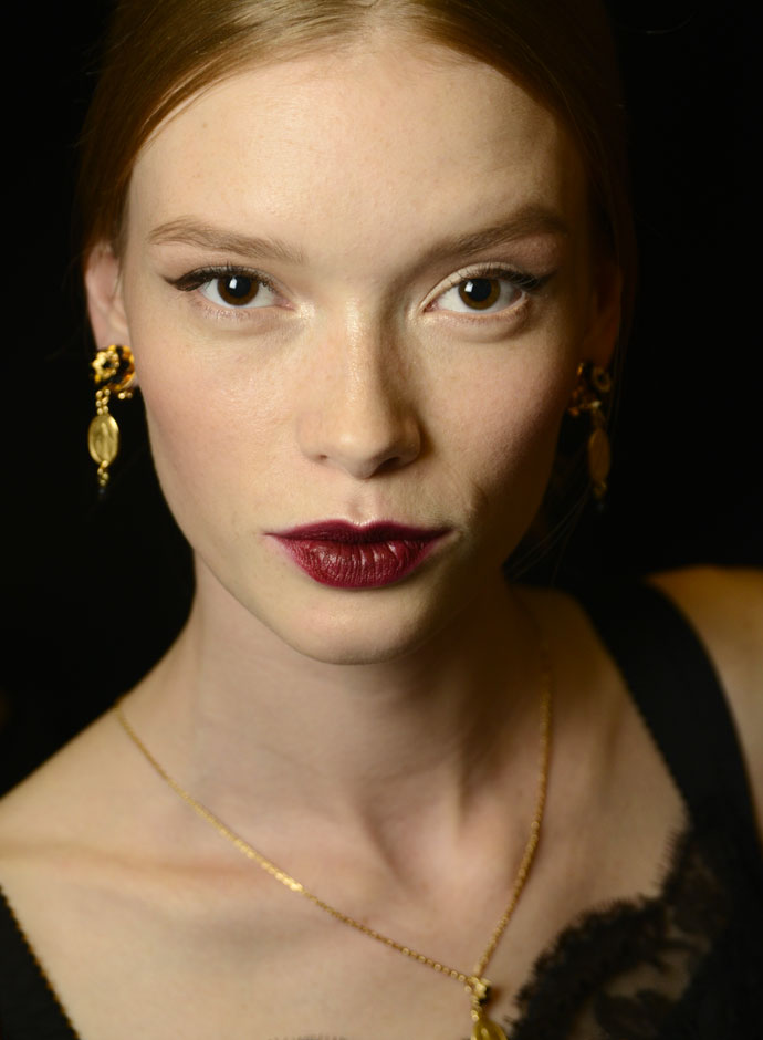dolce-and-gabbana-spring-summer-2015-womens-fashion-show-backstage-pictures-33