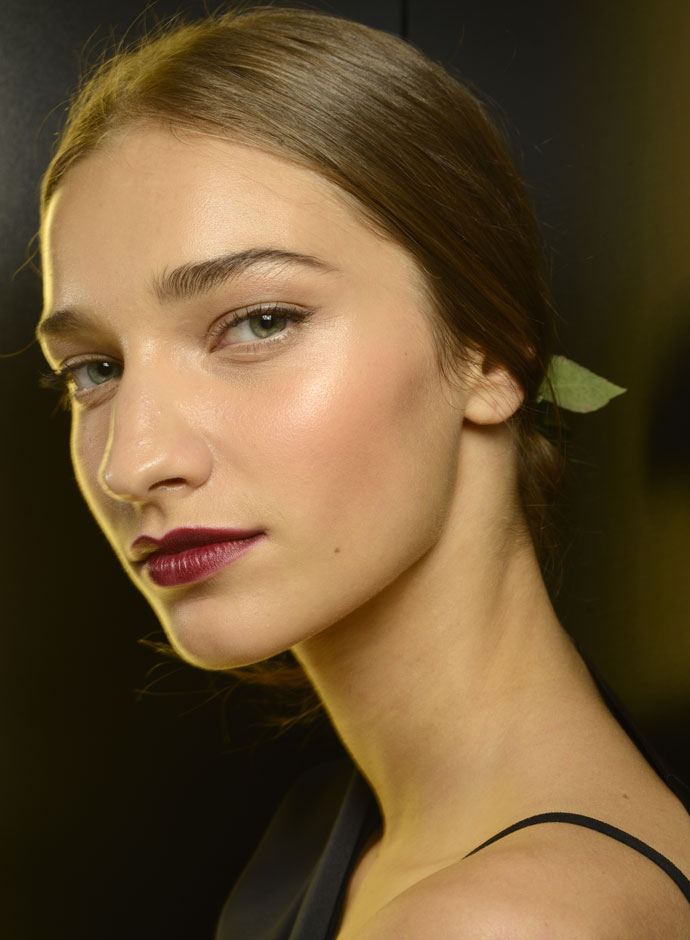 dolce-and-gabbana-spring-summer-2015-womens-fashion-show-backstage-pictures-27
