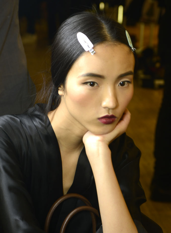 dolce-and-gabbana-spring-summer-2015-womens-fashion-show-backstage-pictures-17