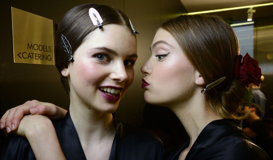 dolce-and-gabbana-spring-summer-2015-womens-fashion-show-backstage-pictures-14