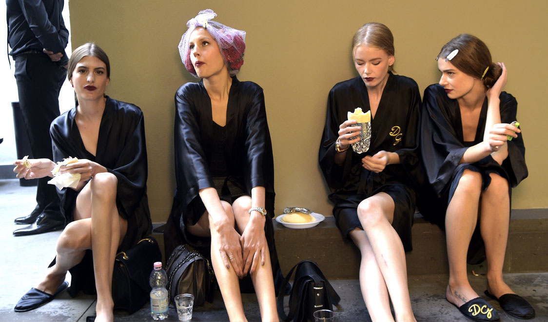 dolce-and-gabbana-spring-summer-2015-womens-fashion-show-backstage-pictures-elodia-prieto-elisabeth-erm-d-management-01