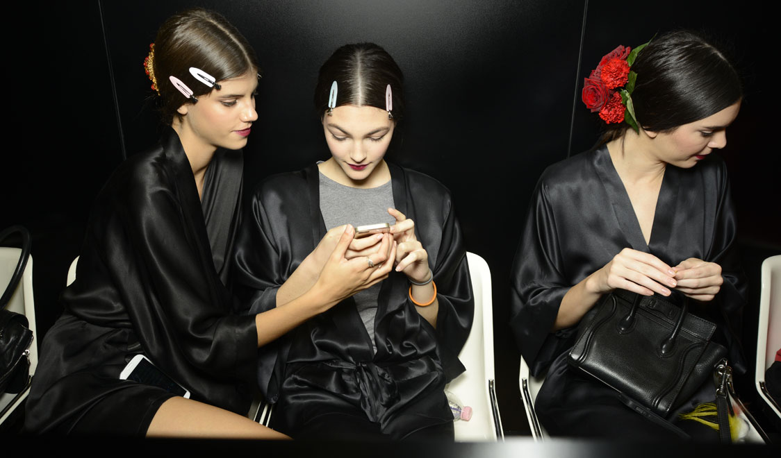 dolce-and-gabbana-spring-summer-2015-womens-fashion-show-backstage-pictures-15