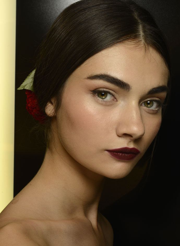 dolce-and-gabbana-spring-summer-2015-womens-fashion-show-backstage-pictures-26