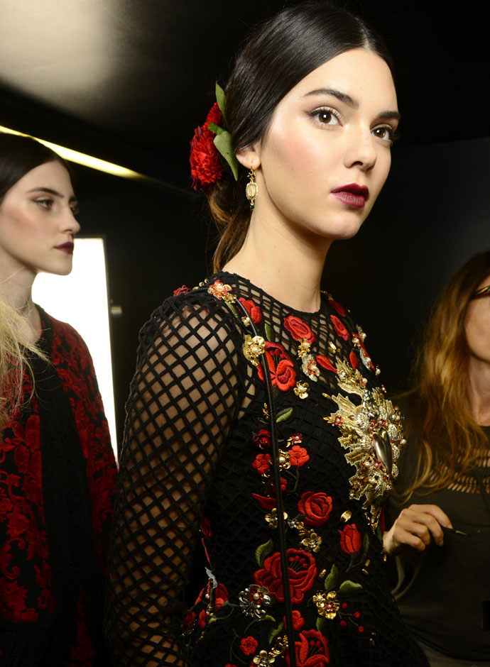 dolce-and-gabbana-spring-summer-2015-womens-fashion-show-backstage-pictures-39