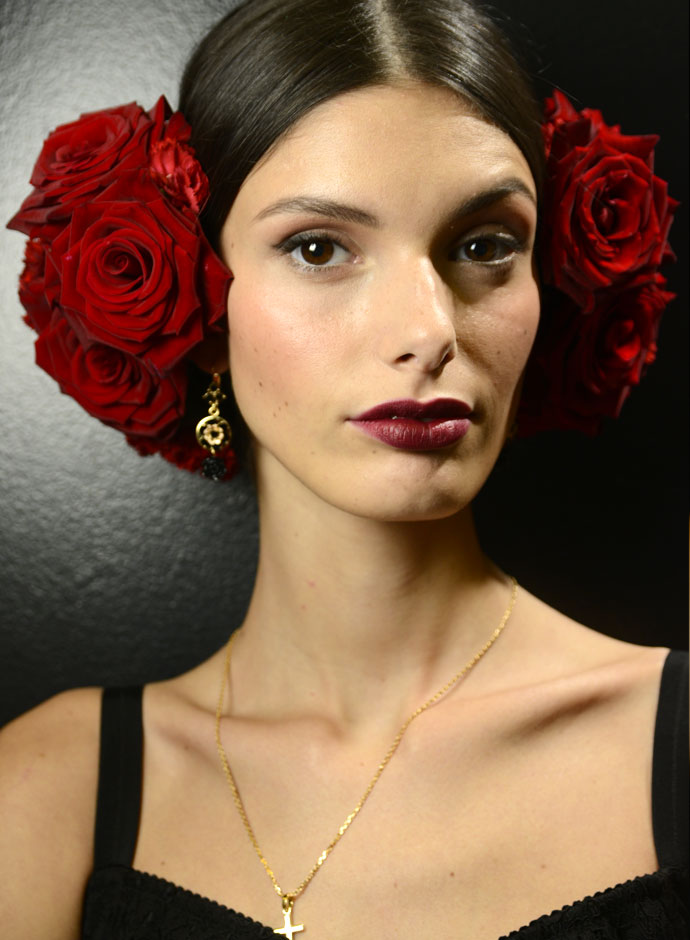 dolce-and-gabbana-spring-summer-2015-womens-fashion-show-backstage-pictures-34