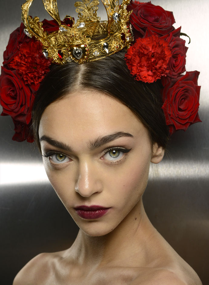 dolce-and-gabbana-spring-summer-2015-womens-fashion-show-backstage-pictures-18
