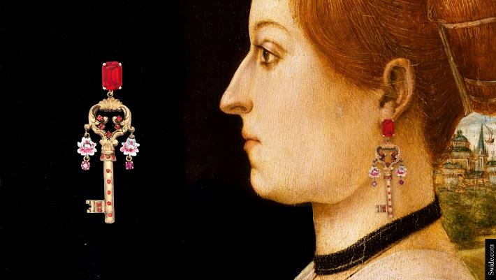 dolce-and-gabbana-fall-winter-2014-2015-womenswear-collection-key-themed-jewellery-01 (710x401)