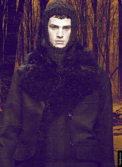 dolce-and-gabbana-fall-winter-2014-2015-menswear-medieval-wool-hood-02