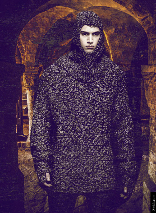 dolce-and-gabbana-fall-winter-2014-2015-menswear-medieval-wool-hood-04