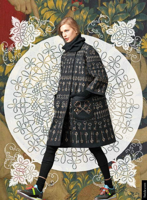 look-of-the-day-dolce-and-gabbana-fall-winter-2014-2015-womenswear-collection-key-embroidery-wool-coat
