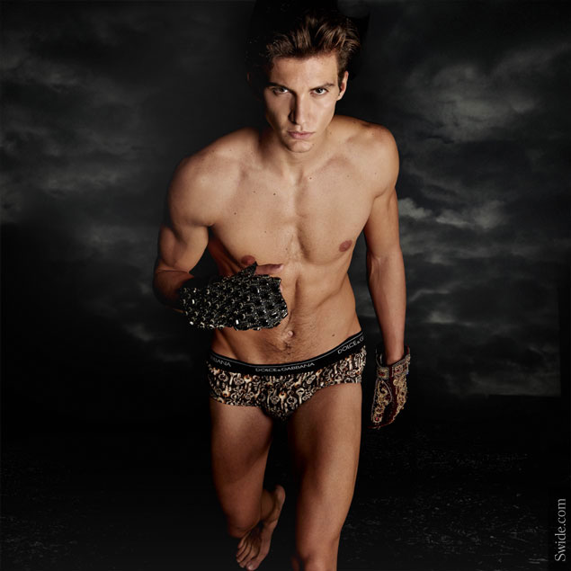 nicolo-rizzi-in-dolce-and-gabbana-fall-winter-2014-2015-get-your-king-look-on-swide-key-print-underwear-new