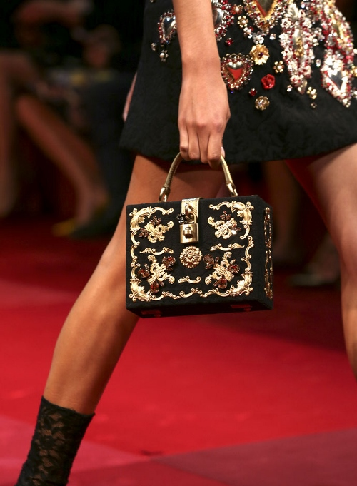 dolce-and-gabbana-box-bags-and-clutches-baroque-application-brocade-spring-summer-2015 (500x681)