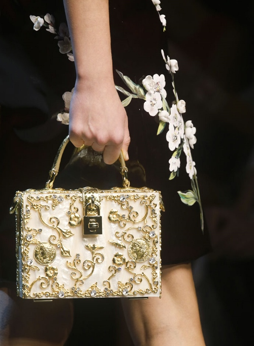 dolce-and-gabbana-box-bags-and-clutches-mother-pearl-baroque-spring-summer-2014 (500x681)