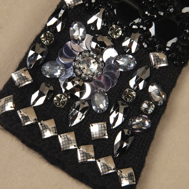 sparkling-holiday-party-looks-2014-crystal-and-sequined-gloves-from-dolce-and-gabbana-fw