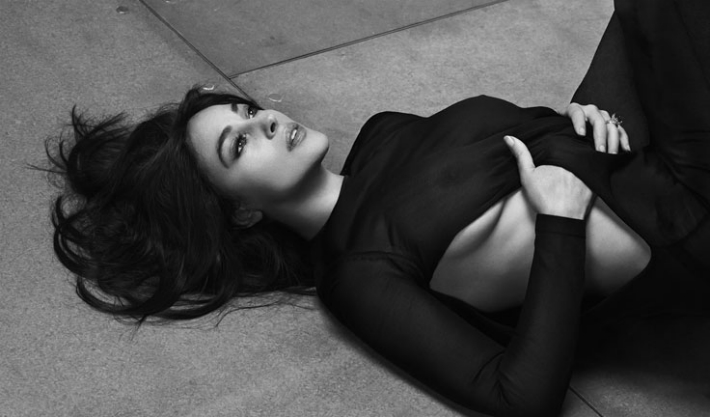 Monica-Bellucci-Bond-Girl-in-Dolce-Gabbana-for-Vanity-Fair- (2)