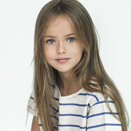 охуенно красивая девочка сосет