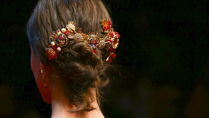 dolce-and-gabbana-spring-summer-2015-sacred-heart-inspired-jewellery-02 (1) (710x401)
